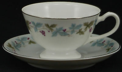 SET of 4 - Fine China of Japan Vintage 6701 Cup and Saucer