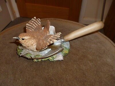 Pretty Wren on small trowel ornament - Country Artists #05781