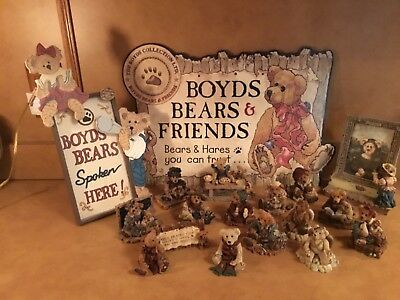 Boyds Bears Lot of 17 Pieces Figurines, Signs, and Frame