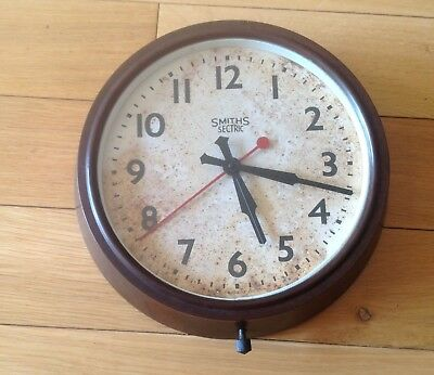 Smiths Early 20th Century WW2 Wartime Bakelite Smith Electric Wall School Clock