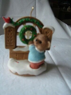 Hallmark  Cards Ornament    Tender Touches  Bear  With Wreath  1996