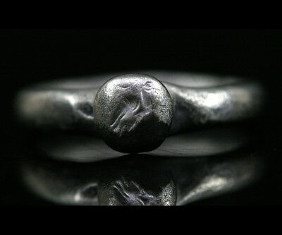 Roman silver ring the bezel engraved with a bird of prey y205
