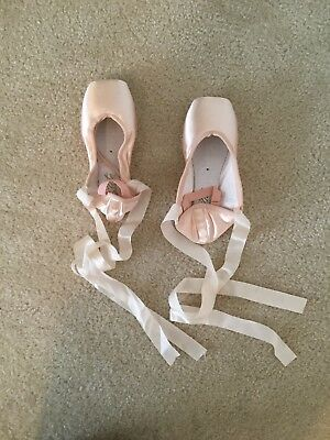 grishko 2007 pointe shoes; Medium shank 5 xxxx