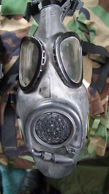 M17 Gas Mask Drinking Tube Style Made In 1983