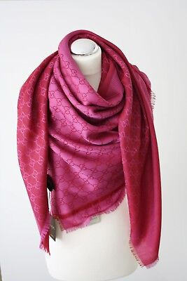 9cee451a049d9 GUCCI Schal Tuch mit GG Muster 140x140 cm Wolle Seide pink-bordeaux 281942