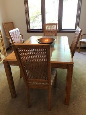 Dining Room Set * Table * 2 Leafs * 6 Chairs * China Cabinet