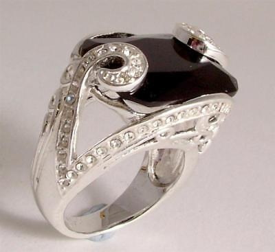 Ladies fashion ring black and diamante in a silver coloured metal design JW16