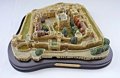 """Rare British Heritage Collection """"tower Of London"""" On Wooden Plinth M106"""
