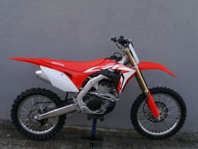 Honda CRF 250 R Modell 2018 Neu in Aktion mit E-Start