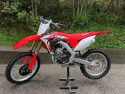 Honda CRF 450 R Modell 2018 Neu in Aktion mit E-Start