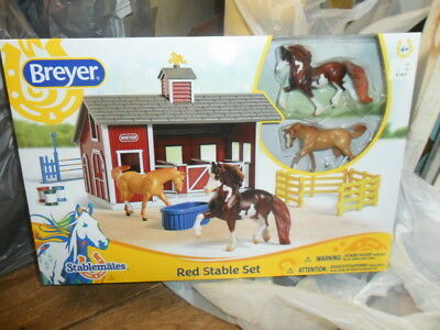 Breyer   Red Stable Set  with Stablemate Horses NIB