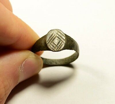 Nice Medieval Bronze Ring With Decorated Bezel - Wearable