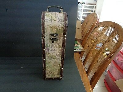 Vintage French Country side Wooden Bottle Wine Carrying Case W/ Latch