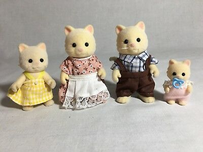 Calico critters/sylvanian families Chantilly Cat family of 4