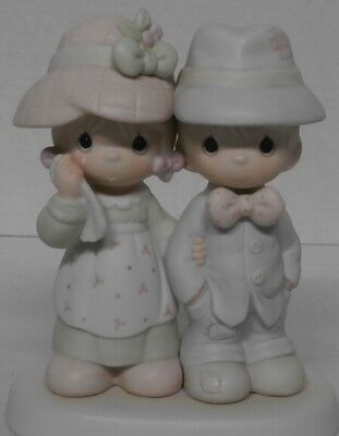 1996 Precious Moments God Bless Our Family 100498 Figurine