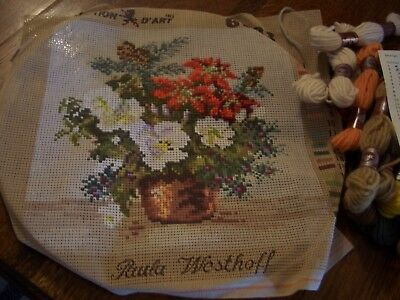 Collection d'art tapestry and wools (started) flower bowl