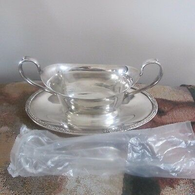 "International Silver Co ""Camille' 6013 Silverplate Gravy Boat w/Acrylic Spoon"