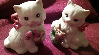 2 Homco Christmas Cat Figurines  Candy Cane Wreath Red Bows 5112