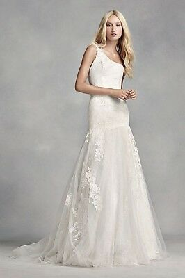BRAND NEW White Vera Wang one shoulder lace wedding gown in ivory(Size 6) 88%off