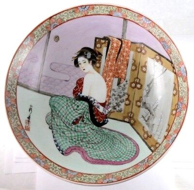 A Japanese Satsuma deep bowl, Meiji period,19th century. Geisha. Handpainted