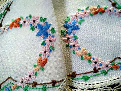 Gorgeous Flower arches ~ Vintage Hand embroidered Sandwich Doily