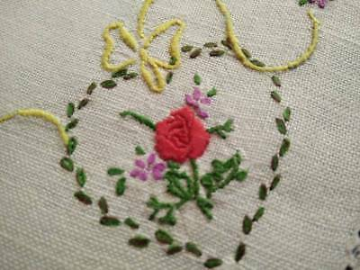 Sweetpeas// Maidenhair Fern /& Bows ~ Vintage Hand Embroidered Doily