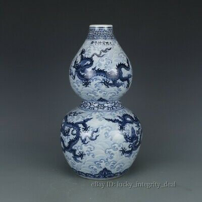 Fine Chinese Antique Blue and White Porcelain Vase with Mark