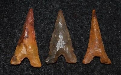 3 high quality Sahara Neolithic tidikelt points, triangular style, color