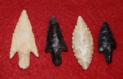 4 high quality Sahara Neolithic projectile points,  nice colors B&W