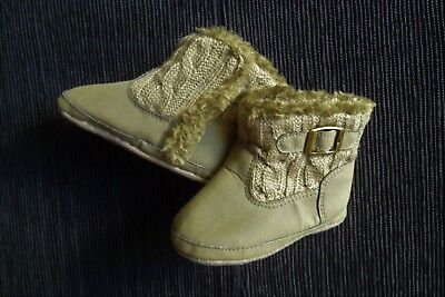 Baby clothes UNISEX BOY GIRL 9-12m+ size 19 olive green indoor boots SEE SHOP!