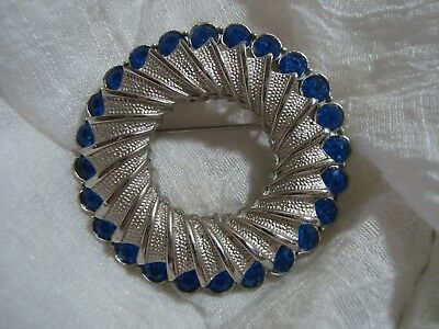 BEAUTIFUL Silver Tone/Blue Stone Round Brooch. A Must See!