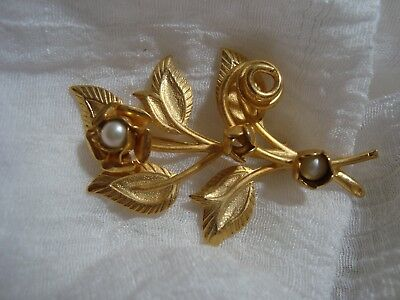 BEAUTIFUL Gold Tone Faux Pearl Flower Brooch. A Must See!