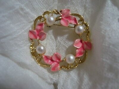 BEAUTIFUL Signed GERRY'S Gold Tone/Pink Leaf Wreath Brooch. A Must See!!