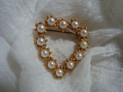 BEAUTIFUL Gold Tone Faux Pearl Heart Brooch. A Must See!