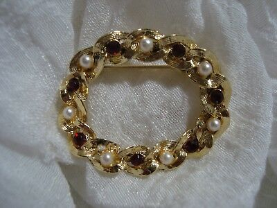 BEAUTIFUL Signed GERRY'S Gold Tone/Stone Oval Brooch. A Must See!!