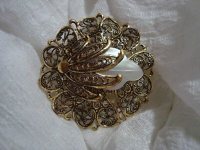 BEAUTIFUL Gold Tone Delicate Round Brooch. A Must See!