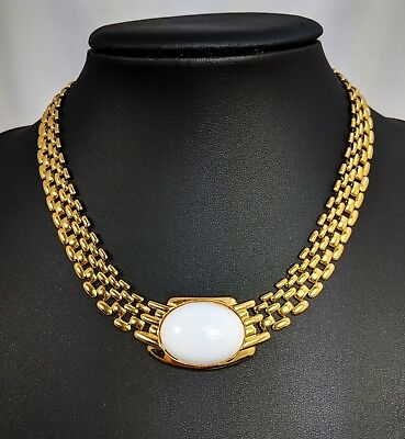 Lovely Vintage Gold Tone Panther chain Pendant Trifari Necklace