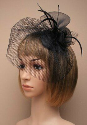 Fascinator skull cap in black with feathers and netting (beak clip)