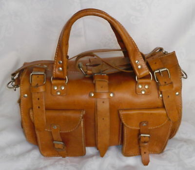 Vintage natural saddle tan thick leather tool, doctor bag in nice used condition