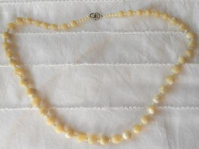 Vintage Graduated Natural Mother Of Pearl Shell Round Beads Necklace 46 Cms