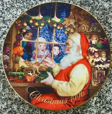 Christmas 1996 AVON Collector's Plate Santa's Loving Touch