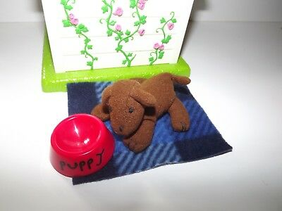 Madeline Genevieve Dog House with Bowl, Mat, Cushion and Dog - Excellent