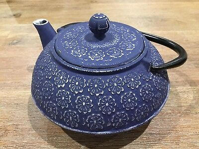 NEW TEAOLOGY CAST IRON TEAPOT Tea Pot Brew Strainer CHERRY BLOSSOM 900ml