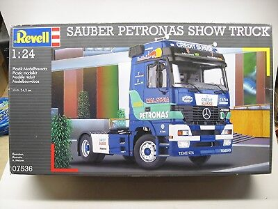 Revell Mercedes-Benz Actros Sauber Petronas show truck kit #07536 from 2004