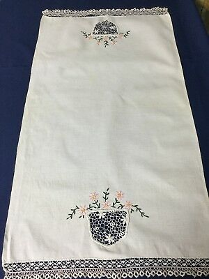 VINTAGE WHITE LINEN TABLE RUNNER DOILY w EMBROIDERY DRAWN THREAD TATTING WORK