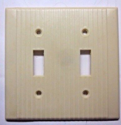 Vintage Leviton 2 Gang Switch Wall Plate Cover Ribbed Beige Bakelite W/ Chip