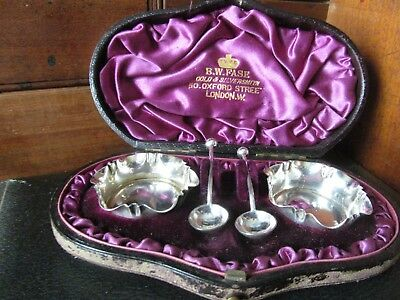 Lovely Cased Pair Of Solid Silver Salts & Matching Spoons 1886