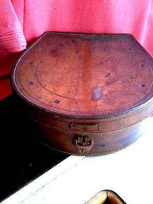 VINTAGE MONOGRAMMED  LEATHER COLLAR BOX with 5 detachable collars ( my box 10)