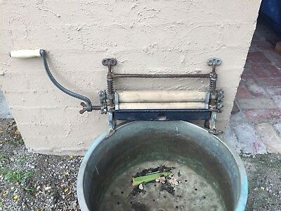 Antique Vintage Cast Iron Washing Ringer
