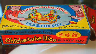 Hühner Chicken Chicks take rice CHINA Plastic toy in Original box Vintage 70th